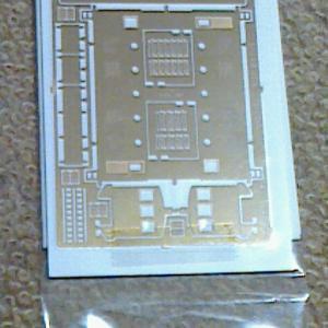アルモデル・とても簡単な丸窓電機(切妻タイプ)