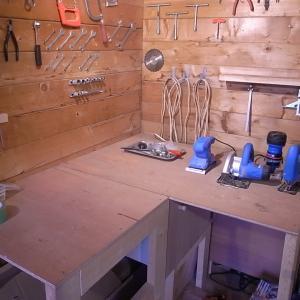 小屋のテーブルを解体