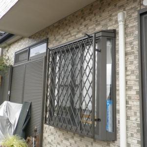 出窓にヒシクロス面格子の取付 埼玉県飯能市