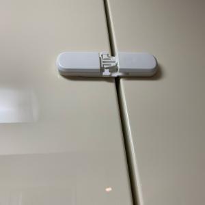 キッチン吊戸棚に「開き戸安全ロック」を設置