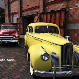 赤レンガ倉庫とクラシックカー