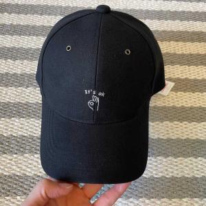 刺繍がオシャレなキャップ帽子