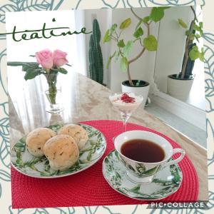 朝の目覚めの紅茶(^-^) 〜ミントのパンとともに〜