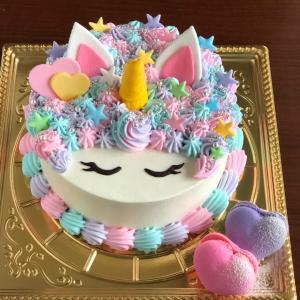 ハートマカロン添えのユニコーンケーキ♡