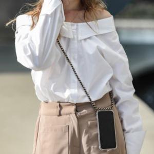 【韓国ファッション】携帯を手に持たなくていいアイデア商品が???