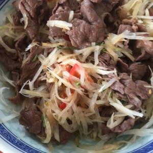 青パパイヤと牛肉のサラダ