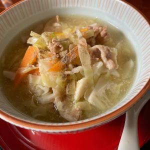 肉骨茶の残りスープから酸辣湯麺