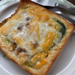 カツオ塩辛のせチーズトースト