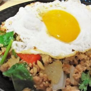 今回はタイ料理 ガバオライスと春雨サラダをパクチーたっぷりで