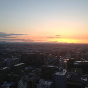 「今朝の日の出、左は筑波山^_−☆」 amba.to/RV62lm