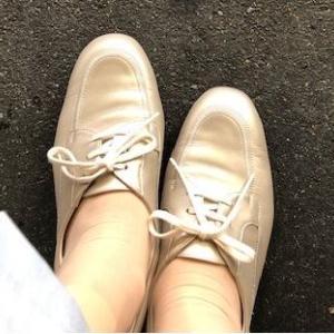 靴の結び目を見て・・・