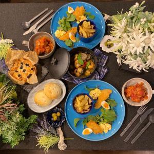 私は京都烏丸五条にある料理教室の先生なんだった。