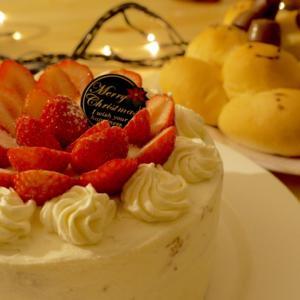 クリスマスにはケーキを食べるもの?!