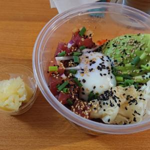 石垣島の新鮮マグロでポキ丼☆