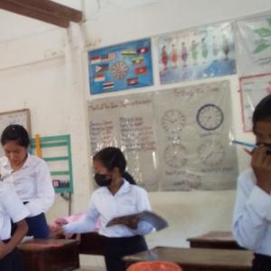 黒いマスク集団@カンボジアの農村