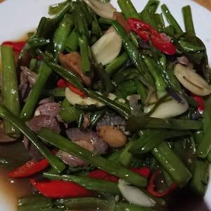 カンボジア料理「チャー・トロクン」