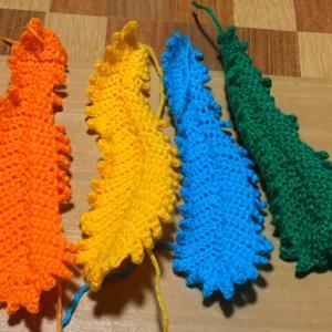 鳳凰さんの羽を編んでます