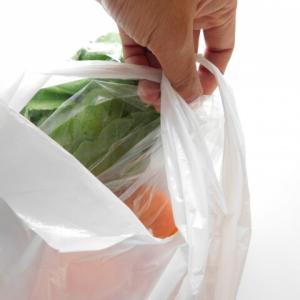 【環境】レジ袋製造会社の本音「ポリ袋、実はエコ」その理由に納得  [しじみ★]