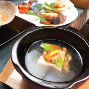 贅沢な牡蠣づくしの吸物でおもてなしいたします。