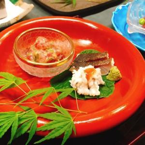 初夏の鱧のプリプリの身は、夏に一度は食べたておきたい美味しさです。