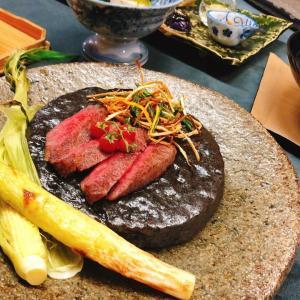 飛騨牛の甘味と旨味がたっぷり詰まった逸品でございます。