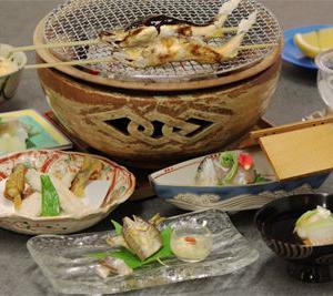 食べごろの鮎がたくさん味わえる「鮎会席」人気です!