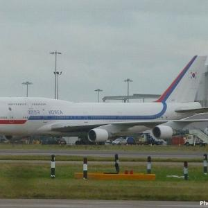 即位礼出席の韓国李首相、大統領専用機「空軍1号機」で訪日…大規模記者団も同行!