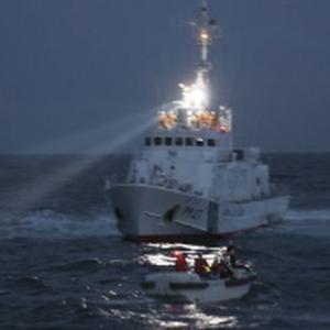 「カモの親子を助けて」横浜港で救出劇、通報を受けた海上保安部が出動!