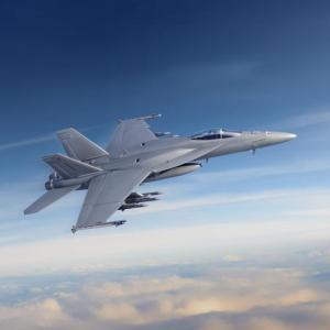 中身は一新!F/A-18スーパーホーネット艦上戦闘機の最新モデル「ブロックIII」試験機2機を米海軍に納入…ボーイング