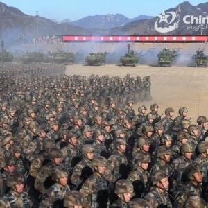 中国軍は米軍をもしのぐ「世界最強軍隊」を目指す…著名軍人、劉国防大教授が新著!