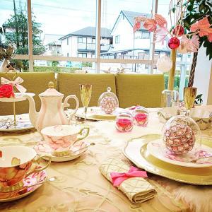 クリスマステーブルコーディネート高松市カリモク家具ショールームでポーセラーツと絵付け作...
