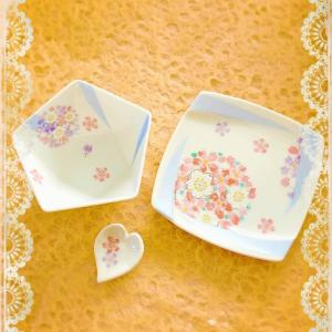 謹賀新年本年もどうぞよろしくお願いいたします生徒様がポーセラーツでお節に使われる小皿...