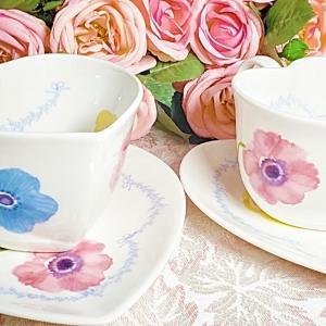 ハートのカップ&ソーサー生徒様作品です人気の花柄とガーランドを使用してとても可愛い作品.