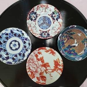 小さな小皿に和柄の転写紙を張って銘々皿に。日本の伝統文様って素敵と、再確認しました。名...