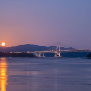 鳴門海峡と満月