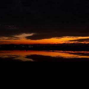 夕焼け空と月齢14の月