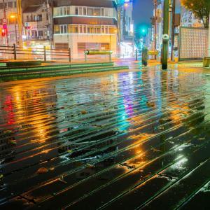 雨の両国橋通り