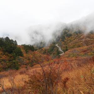 ふくべ谷上園地の展望台から三方岩岳R011021 白山市
