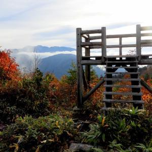 ふくべ谷上園地展望台から見る白山2 R011020 白山市