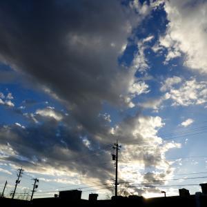 今日の月齢8.9 R021124 野々市市