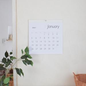 「カレンダーは不要!」からセリアのシンプルカレンダー購入