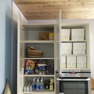 【キッチン収納実例】見やすく取り出しやすくした大型収納庫。