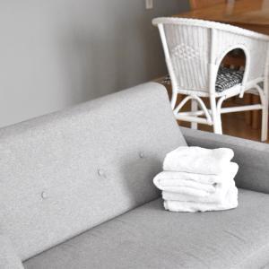 私が普段モノを置かないソファにモノを置いたら。