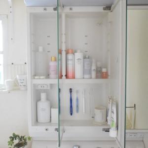 セリア商品で吊るして快適♩スッキリ見えて掃除しやすい!使いやすくなったスペース*