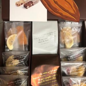 株主優待品と購入したお菓子と今日の株