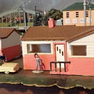 バックマンの「ガレージのある住宅」