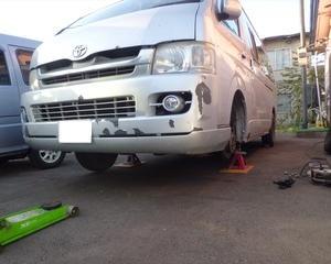 ハイエース(KDH225K)の車検作業開始...。