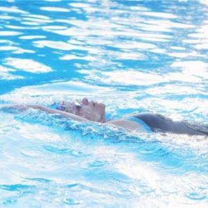 アクアビクスと背泳ぎとバタフライ