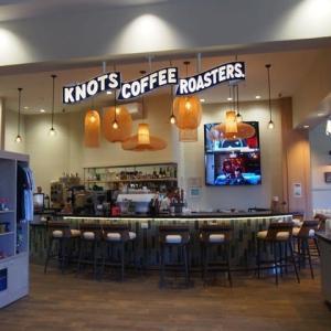 4日目の朝は「KNOTS COFFEE ROASTERS」