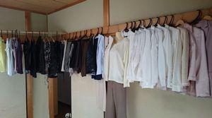 50代の服の枚数、断捨離で5分の1に。捨てない服とはこんな服